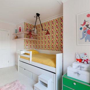 Idee per una cameretta per bambini da 4 a 10 anni minimalista di medie dimensioni con pareti rosa, moquette e pavimento bianco