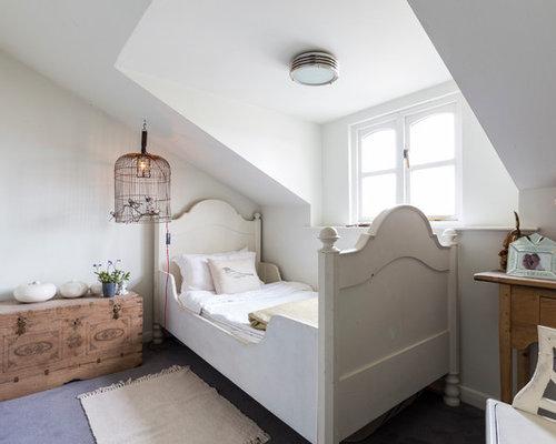 ... da 4 a 10 anni stile shabby con pareti bianche e pavimento in cemento