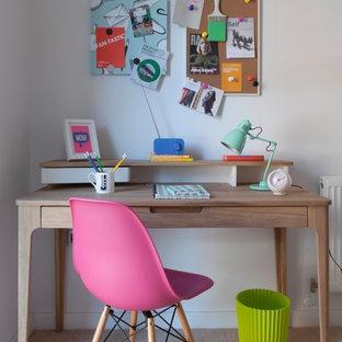 Foto de dormitorio infantil ecléctico con escritorio