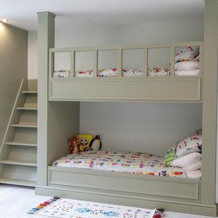 Foto di una cameretta per bambini da 4 a 10 anni tradizionale con pareti bianche