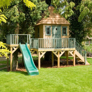 Idée de décoration pour une chambre d'enfant tradition de taille moyenne.