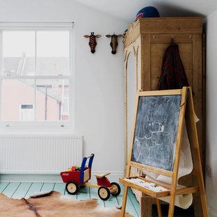 Свежая идея для дизайна: большая детская в стиле шебби-шик с спальным местом, белыми стенами, деревянным полом и бирюзовым полом для ребенка от 4 до 10 лет, мальчика - отличное фото интерьера