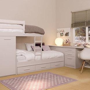 Immagine di una cameretta per bambini da 4 a 10 anni moderna