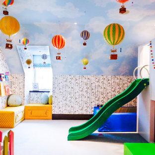 Idéer för att renovera ett stort funkis könsneutralt barnrum kombinerat med lekrum och för 4-10-åringar, med gula väggar, heltäckningsmatta och blått golv
