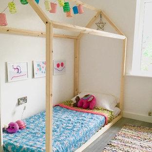 Foto på ett shabby chic-inspirerat barnrum