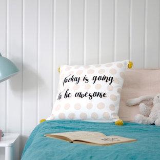 Idées déco pour une chambre d'enfant de 4 à 10 ans bord de mer de taille moyenne avec un mur gris, un sol en liège et un sol gris.