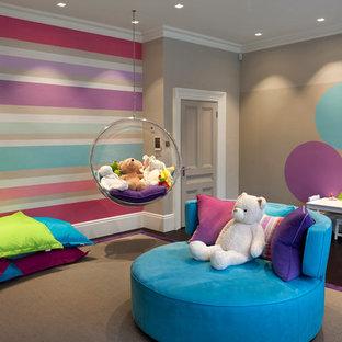 Esempio di un'ampia cameretta per bambini da 4 a 10 anni minimal con pareti multicolore