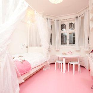 Ispirazione per una cameretta da bambina tradizionale con pavimento rosa