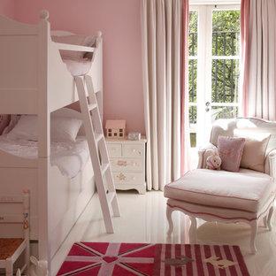 Foto di una cameretta per bambini da 4 a 10 anni vittoriana con pareti rosa