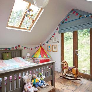 Immagine di una cameretta per bambini eclettica