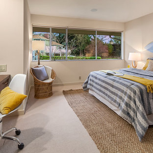 Photo of a large midcentury gender-neutral kids' room in Seattle with carpet and beige walls.