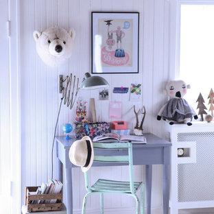 Idée de décoration pour une chambre d'enfant de 4 à 10 ans nordique avec un mur blanc.