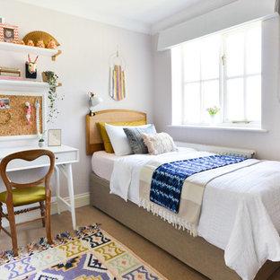 Ejemplo de dormitorio infantil contemporáneo, pequeño, con moqueta, suelo beige y paredes blancas