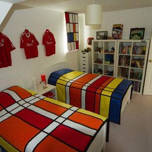 Idées déco pour une chambre d'enfant moderne avec un mur blanc.