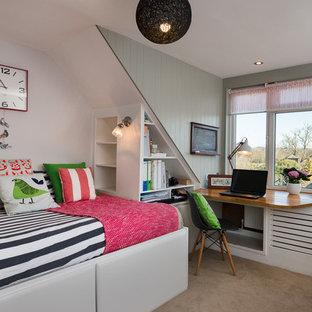 Idéer för mellanstora vintage barnrum kombinerat med sovrum, med heltäckningsmatta