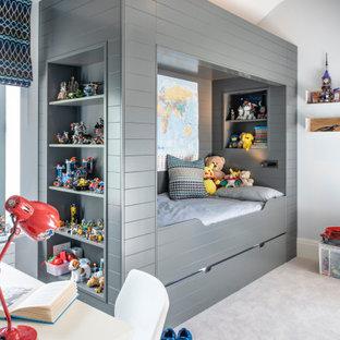 Idee per una cameretta per bambini da 4 a 10 anni contemporanea di medie dimensioni con moquette e pavimento grigio
