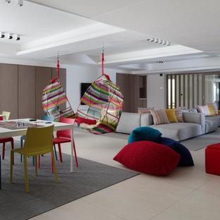 Идея дизайна: большая нейтральная детская с игровой в современном стиле с белыми стенами, полом из керамической плитки, бежевым полом и кессонным потолком для подростка