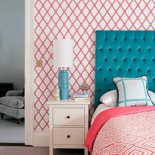 Mittelgroßes Modernes Jugendzimmer mit Schlafplatz, Teppichboden und bunten Wänden in Dublin