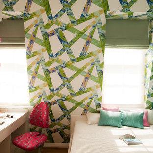На фото: детские в стиле фьюжн с рабочим местом и разноцветными стенами для подростка, девочки