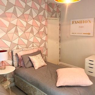 Diseño de dormitorio infantil moderno, de tamaño medio, con paredes grises, suelo laminado y suelo blanco