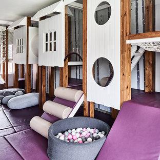 Modernes Kinderzimmer mit Spielecke, weißer Wandfarbe und lila Boden in Manchester