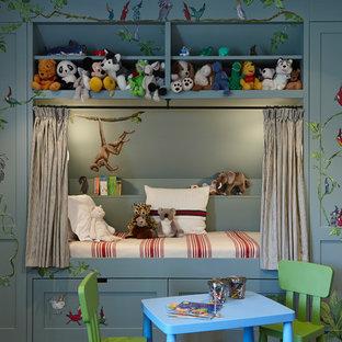 Bild på ett vintage könsneutralt barnrum kombinerat med sovrum och för 4-10-åringar, med grå väggar
