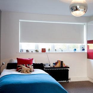 Modernes Kinderzimmer mit Schlafplatz und Teppichboden in London