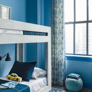 Modernes Kinderzimmer mit Schlafplatz und blauer Wandfarbe in New York