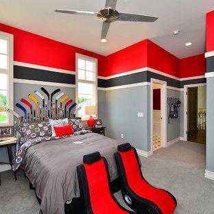 Idéer för att renovera ett stort funkis pojkrum kombinerat med sovrum och för 4-10-åringar, med flerfärgade väggar, heltäckningsmatta och grått golv