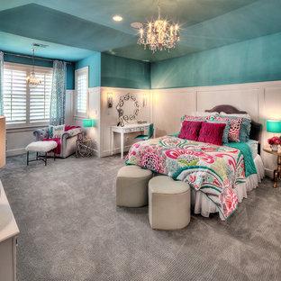 Idéer för ett mycket stort barnrum kombinerat med sovrum, med blå väggar och heltäckningsmatta