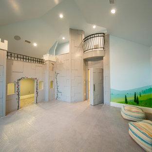 Foto di una grande cameretta per bambini da 4 a 10 anni chic con pareti multicolore e moquette