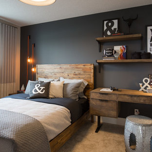 Inspiration för ett stort lantligt barnrum kombinerat med sovrum, med svarta väggar, heltäckningsmatta och beiget golv