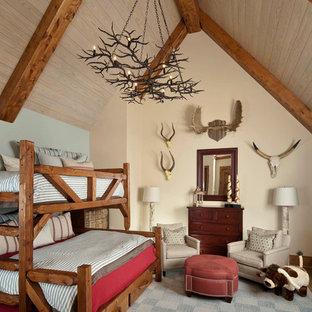 Esempio di una cameretta per bambini da 4 a 10 anni classica con pareti beige e pavimento grigio