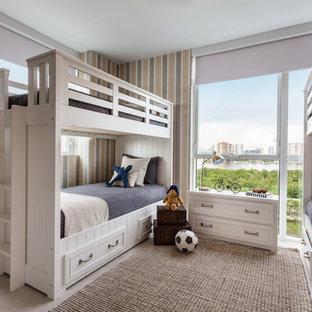 Imagen de dormitorio infantil tradicional, grande, con paredes multicolor, suelo de baldosas de porcelana y suelo beige