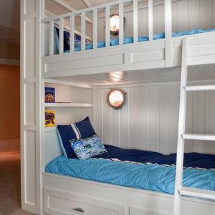 Mittelgroßes, Neutrales Klassisches Kinderzimmer mit Schlafplatz, beiger Wandfarbe und Teppichboden in Atlanta