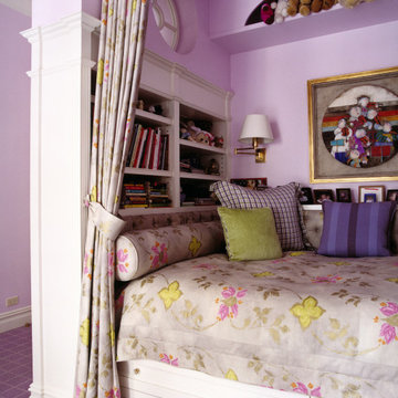 A daybed in the kid's room