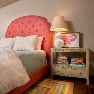 Ejemplo de dormitorio infantil de 4 a 10 años, rústico, con paredes beige