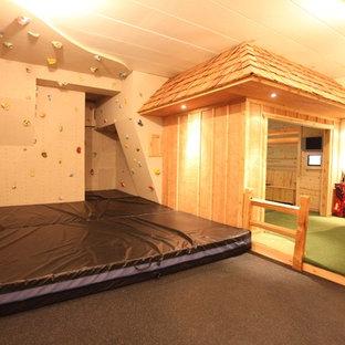 Immagine di una cameretta per bambini da 4 a 10 anni minimal con pareti beige