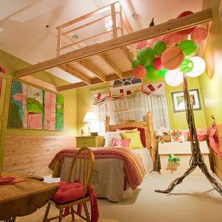 Ispirazione per una cameretta per bambini da 4 a 10 anni bohémian con pareti verdi