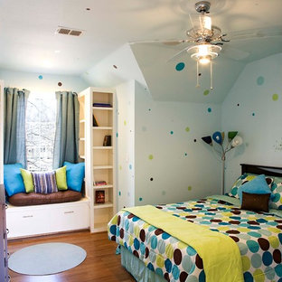 Example of an arts and crafts kids' room design in Dallas