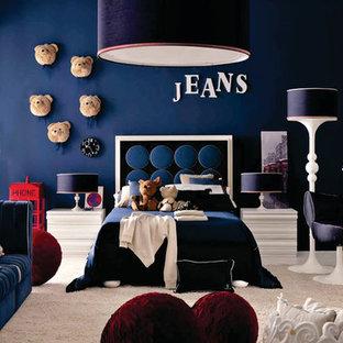 Idéer för ett mellanstort modernt barnrum kombinerat med sovrum, med blå väggar och heltäckningsmatta