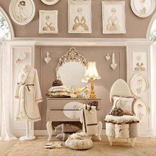 Ispirazione per una grande cameretta per bambini moderna con pareti grigie e moquette