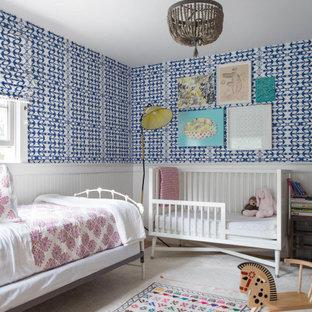Идея дизайна: детская в морском стиле с синими стенами, панелями на стенах и обоями на стенах для ребенка от 1 до 3 лет, мальчика