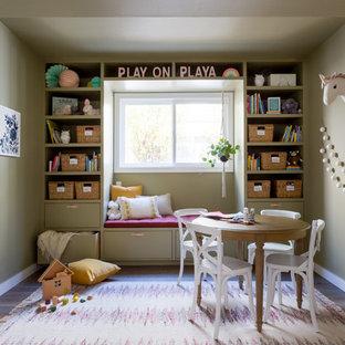 Modelo de dormitorio infantil de 4 a 10 años, clásico renovado, con paredes verdes