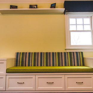 Idee per una cameretta per bambini da 4 a 10 anni tradizionale di medie dimensioni con pareti verdi e parquet scuro