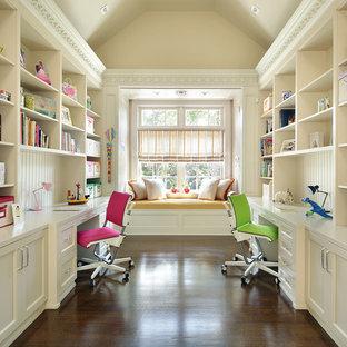 Foto de dormitorio infantil tradicional, grande, con escritorio