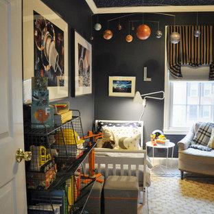 Foto di una piccola cameretta per bambini da 1 a 3 anni classica con pareti blu e moquette