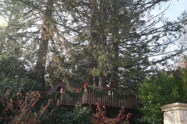 Traditional Kids Atherton Holiday House Tour