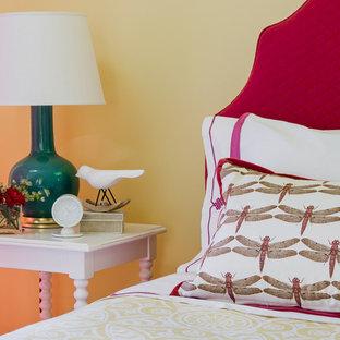 Immagine di una cameretta per bambini da 4 a 10 anni boho chic di medie dimensioni con pareti gialle