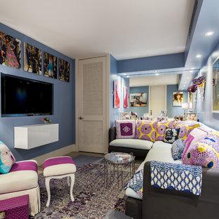 Foto de dormitorio infantil ecléctico, grande, con paredes azules, moqueta y suelo multicolor